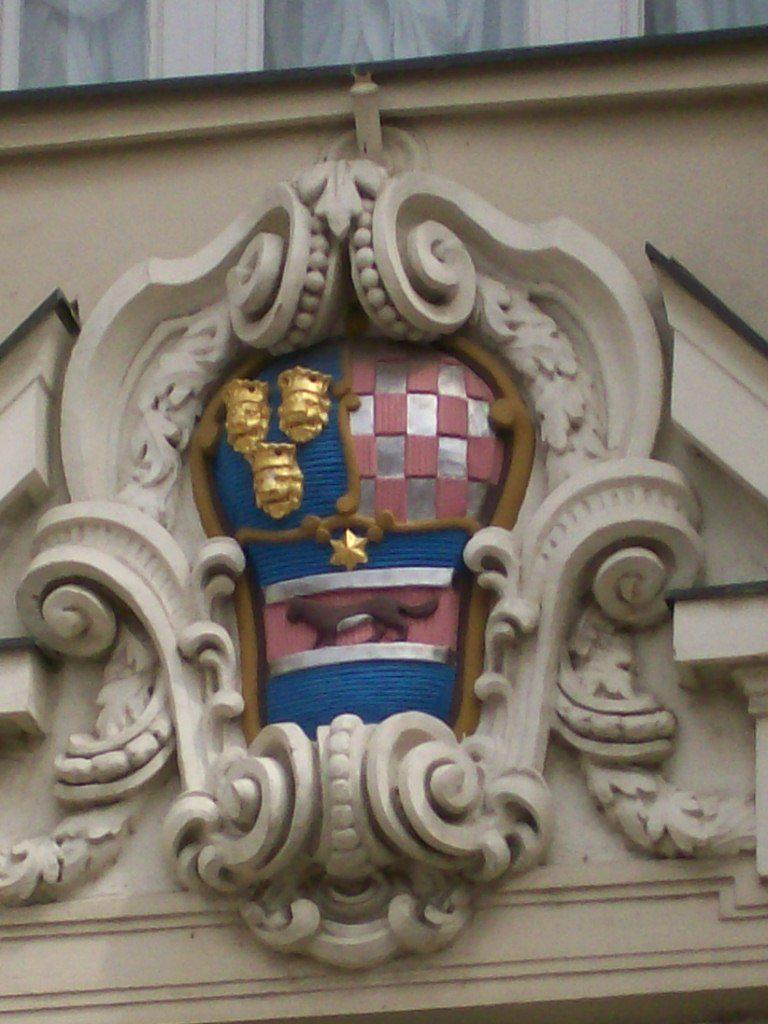 Grb s pročelja zgrade Hrvatskog sabora