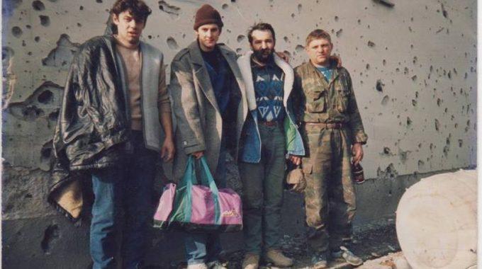 Miroslav Mačković Mačak Sa Suborcima Pred Predaju Na Mitnici 1991