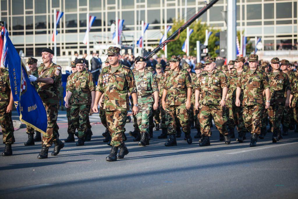 Pripadnici 204. brigade na svečanom mimohodu u Zagrebu povodom obljetnice Oluje